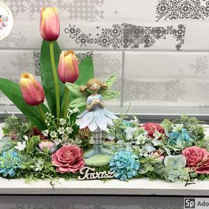 Virágtündér és kertecskéje - asztaldísz, dekoráció, Otthon & lakás, Lakberendezés, Dekoráció, Asztaldísz, Kaspó, virágtartó, váza, korsó, cserép, Virágkötés, Egyedi, kézzel készített asztaldísz virágtündérrel és selyemvirágokkal. A kompozíció központi elemei..., Meska