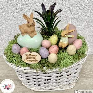 Akrobata húsvéti nyuszik - asztaldísz, dekoráció, Otthon & lakás, Lakberendezés, Dekoráció, Asztaldísz, Kaspó, virágtartó, váza, korsó, cserép, Ünnepi dekoráció, Húsvéti díszek, Virágkötés, Egyedi, kézzel készített asztaldísz cuki nyuszikkal, húsvéti tojásokkal és selyemvirágokkal.\nMinőség..., Meska