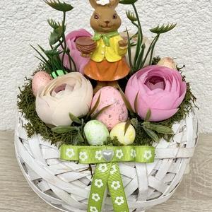 Kéregető húsvéti nyuszik - asztaldísz, dekoráció, Otthon & lakás, Lakberendezés, Dekoráció, Asztaldísz, Kaspó, virágtartó, váza, korsó, cserép, Ünnepi dekoráció, Húsvéti díszek, Virágkötés, Egyedi, kézzel készített asztaldísz cuki nyuszikkal, húsvéti tojásokkal és selyemvirágokkal.\nMinőség..., Meska