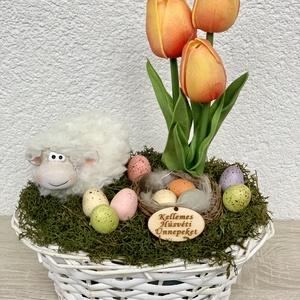 Húsvéti bari élethű tulipánokkal - asztaldísz, dekoráció, Otthon & lakás, Lakberendezés, Dekoráció, Asztaldísz, Kaspó, virágtartó, váza, korsó, cserép, Ünnepi dekoráció, Húsvéti díszek, Virágkötés, Egyedi, kézzel készített asztaldísz cuki barival, húsvéti tojásokkal és élethű tulipánokkal.\nMinőség..., Meska