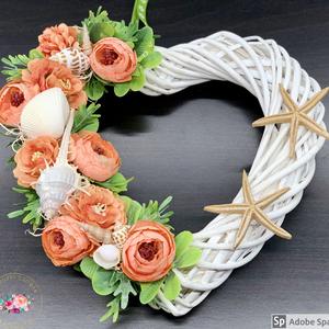 Nyári korall szerelem kopogtató - ajtódísz, dekoráció, Otthon & lakás, Lakberendezés, Ajtódísz, kopogtató, Dekoráció, Virágkötés, Egyedi, kézzel készített kopogtató csupa selyemvirággal és kagylókkal.\nMinőségi alapanyagok, selyemv..., Meska