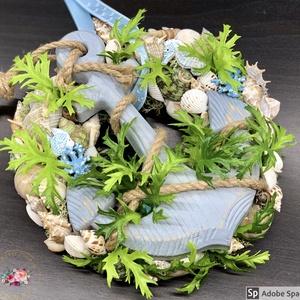 Nyári kopogtató horgonnyal - ajtódísz, dekoráció, Otthon & lakás, Lakberendezés, Ajtódísz, kopogtató, Dekoráció, Ünnepi dekoráció, Anyák napja, Virágkötés, Egyedi, kézzel készített kopogtató csupa kagylókkal és horgonnyal.\nMinőségi alapanyagok, selyemvirág..., Meska