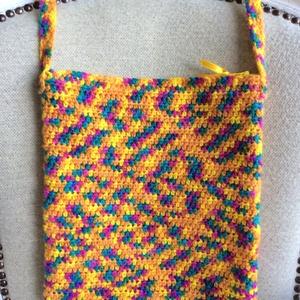 Horgolt táska cipzárral, kulcstartóval - Egyedi vidám, hippie, retro tarisznya - narancssárga, sárga - nőknek, lányoknak, Táska & Tok, Tarisznya, Kézitáska & válltáska, Nagyon szép élénk, a szivárvány színeiben pompázó, színátmenetes fonalból horgoltam ezt a vidám váll..., Meska