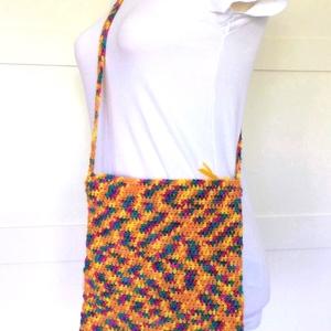 Horgolt táska cipzárral, kulcstartóval - Egyedi vidám, hippie, retro tarisznya - narancssárga, sárga - nőknek, lányoknak - Meska.hu