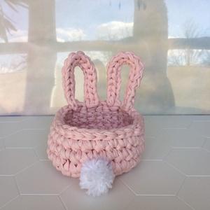 Nyuszis horgolt kosár, rózsaszín pólófonalból, pomponnal - kislánynak, játék, hajcsat, papírzsepi, ékszer, sminkszerek, Játék & Gyerek, Plüssállat & Játékfigura, Nyuszi, Vastag, selymes tapintású, rózsaszínű pólófonalból készítem ezt az aranyos nyuszis kosárkát, fehér p..., Meska