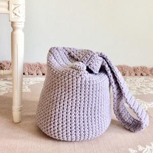 Egyedi nagyméretű horgolt táska, pasztell levendula lila színű zsinórfonalból - Kisherceg design, Táska & Tok, Kézitáska & válltáska, Válltáska, Vastag, masszív, pasztell levendula lila színű zsinórfonalból horgoltam ezt a nagyméretű táskát. Nag..., Meska