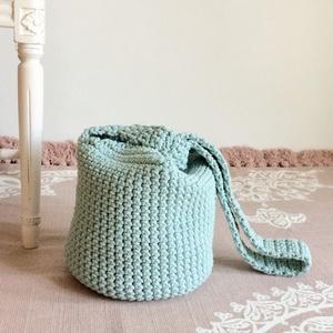 Egyedi horgolt táska - pasztell menta zöld színű zsinórfonalból ( furoshiki) -  női  táska - Kisherceg design, Táska & Tok, Kézitáska & válltáska, Válltáska, Csodás színű zsinórfonalból horgoltam ezt a különleges táskát - kiképzésénél fogva önmagát zárja (a ..., Meska