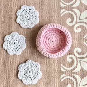Horgolt pasztell rózsaszín kosárka vastag fonalból - arctörlő, hajcsat és bármi más tartó - Kisherceg design, Otthon & Lakás, Tárolás & Rendszerezés, Tárolókosár, Horgolás, Újrahasznosított alapanyagból készült termékek, Vastagabb fonalból jó szorosra horgoltam ezt a rózsaszínű kis kosárkát, így jól tartja a formáját. N..., Meska