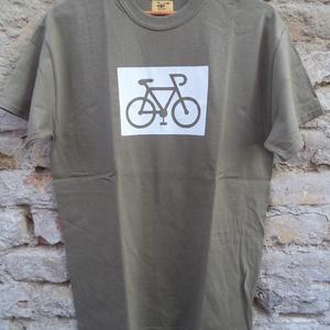 """Bicikli-rövid ujjú fiúpóló, Férfiaknak, Urban pólók, Táska, Divat & Szépség, Férfi ruha, Ruha, divat, Varrás, Ez az \""""M\"""" méretű rövid ujjú fiúpóló világos kekizöld 100% pamut anyagból készült, az elején saját, e..., Meska"""