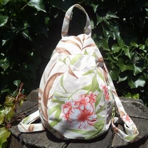 Virágos vászon hátizsák, Táska, Divat & Szépség, Táska, Hátizsák, Válltáska, oldaltáska, Ez a kis hátizsák színes nyomott virágmintás lenvászonból készült. Az oldalán cipzárral záródik/nyit..., Meska