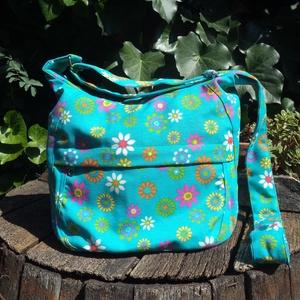 Virágos vászon válltáska, Táska, Divat & Szépség, Táska, Tarisznya, Válltáska, oldaltáska, Varrás, Ez a táska türkizkék alapon színes virágos vászonból készült. A tetején cipzárral záródik. A táskána..., Meska