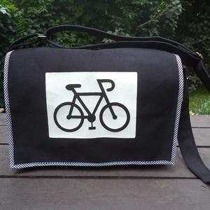 Vászon válltáska, Biciklis táska, Biciklis & Sporttáska, Táska & Tok, Mindenmás, Varrás, Ez a táska fekete erős vászonból készült a fedlap szegélye pedig fekete-fehér csíkos vékony vászonna..., Meska