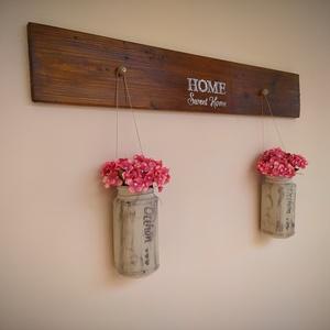 Hortenzia fali dekoráció, Dekoráció, Otthon & Lakás, Csokor & Virágdísz, Festett tárgyak, Fenyőfából készült lazur festékkel festett fali dekoráció. 2 db műanyag hortenzia virággal. 80 cm sz..., Meska