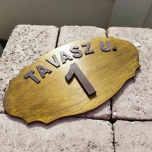 Házszám tábla, utcanév tábla, Házszám, Ház & Kert, Otthon & Lakás, Festészet, 6 mm vastag rétegelt lemez, olajkőris színnel kétszer lazúrozva. Az utca név 3 cm-es betűkből, a ház..., Meska