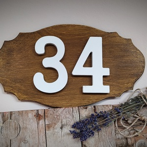 Házszám tábla fa festett, Otthon & Lakás, Ház & Kert, Házszám, Festett tárgyak, 16*30 cm-es 6 mm vastag rétegelt lemez fa tábla. Két rétegben festve kültéri lazúrral. A számok fehé..., Meska