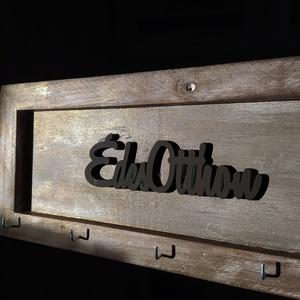 Édes Otthon fali kulcstartó, Otthon & Lakás, Bútor, Kulcstartó szekrény, Festett tárgyak, 15*35 cm-es fa keret, amely saját készítésű. Különböző színekre festve, lézer vágott ÉdesOtthon feli..., Meska