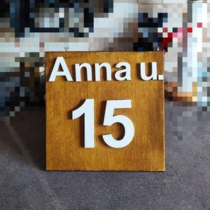 Házszám tábla négyzet utca névvel, Otthon & Lakás, Ház & Kert, Házszám, Festett tárgyak, 20*20 cm-es rétegelt fa tábla van antracit vagy olajkőris festékkel festve és lakkozva. A számok 8 c..., Meska