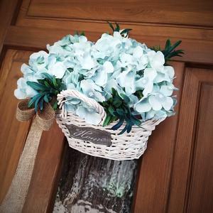 Türkiz hortenzia ajtó-asztal kosár, Otthon & Lakás, Dekoráció, Ajtódísz & Kopogtató, Virágkötés, Méret: 24x19cm, mag:13/17cm fehér vessző kosár türkiz hortenzia virággal. Ajtó kopogtatóként is lehe..., Meska