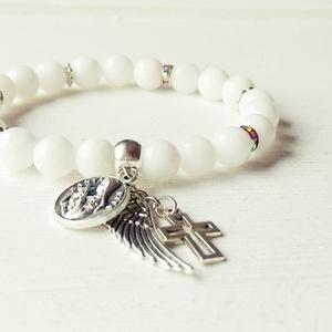 Szent Rita karkötő - fehér jáde, Charm karkötő, Karkötő, Ékszer, Ékszerkészítés, Fehér jáde karkötő, Szent Rita medállal, angyalszárnnyal. A fehér jáde a hit és a fény közvetítője. ..., Meska