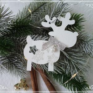 KIÁRUSÍTÁS Rénszarvas karácsonyi függő ezüst hópehellyel, Otthon & Lakás, Karácsony & Mikulás, Karácsonyfadísz, Festett tárgyak, Lézervágott fa rénszarvast festettem fehérre és díszítettem dundi testét ezüst színű hópelyhekkel. P..., Meska