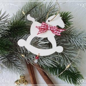KIÁRUSÍTÁS Hintapaci karácsonyi függő piros kockás masnival, Otthon & Lakás, Karácsony & Mikulás, Karácsonyfadísz, Festett tárgyak, Lézervágott fa hintapaci festettem fehérre és díszítettem piros kockás masnival és némi gyönggyel. \n..., Meska