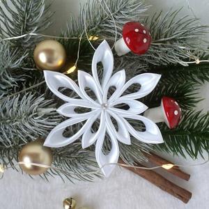 Hópehely karácsonyfadísz fehér, Karácsonyfadísz, Karácsony & Mikulás, Otthon & Lakás, Mindenmás, A hópihét, mint tudjuk, képtelenség melegben megőrizni. De nagyon szép formája igazán karácsonyi han..., Meska