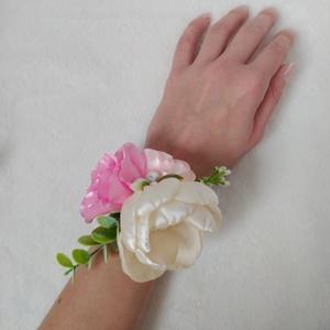 Rózsaszín koszorúslány vagy tanú csuklódísz, Esküvő, Ékszer, Karkötő & Csuklódísz, Mindenmás, Kézzel készített virágokból áll ez a koszorúslányoknak vagy tanúnak való csuklódísz.  A legnagyobb v..., Meska