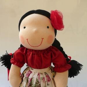 Roma kislány, Gyerek & játék, Játék, Baba, babaház, Baba-és bábkészítés, Varrás, Természetes alapanyagokból készült kb. 38 cm magas Waldorf jellegű baba. \nGyapjúval töltött. Haja rö..., Meska
