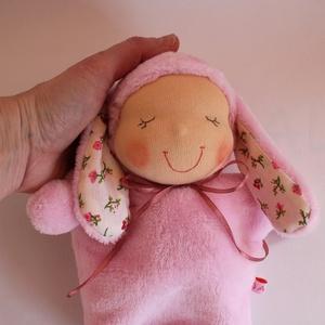 Nyuszi Ninike Waldorf baba- rózsaszín, Játék, Gyerek & játék, Baba, babaház, Plüssállat, rongyjáték, Játékfigura, Baba-és bábkészítés, Varrás, Kb. 22 cm magas puha wellsoftból készült Waldorf jellegű baba. Műszállal töltött, a teste aljában mű..., Meska