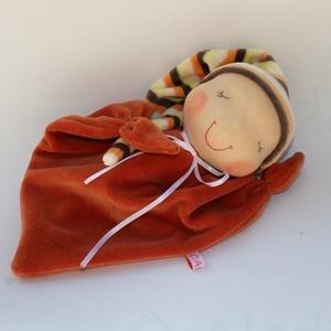 Rongyi Waldorf baba- narancs, Gyerek & játék, Játék, Plüssállat, rongyjáték, Baba játék, Puha plüss Waldorf baba a legkisebbeknek. Feje műszálból készült. Magassága kb. 27 cm, plusz a sapi...., Meska
