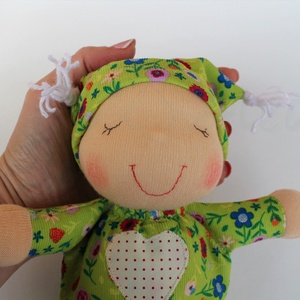 Alvó bébi Waldorf baba- zöld virágos (Aledi) - Meska.hu