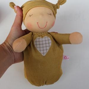Alvó bébi Waldorf baba- mustár, Gyerek & játék, Játék, Baba, babaház, Baba játék, Kedves, pihe-puha alvó babóca (a kedvencem : ) A 28 cm magas alvó babám kicsinyített mása. Ő mindöss..., Meska