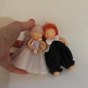 Menyasszony- vőlegény apró baba páros, Esküvő, Esküvői dekoráció, Meghívó, ültetőkártya, köszönőajándék, Kb. 12 cm magas menyasszony- vőlegény felakasztható baba pár dekorációs célra. Lehet köszönőajándék ..., Meska