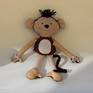 Majom rongybaba, Gyerek & játék, Játék, Plüssállat, rongyjáték, Játékfigura, Baba-és bábkészítés, Varrás, Kb. 36 cm magas, saját tervezésű majom baba.\nMűszállal töltött, kézzel mosható. Arca hímzett.\n..., Meska