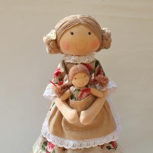 Anya és kislánya babapáros, Gyerek & játék, Otthon & lakás, Dekoráció, Képzőművészet, Anya- lánya babapáros. Saját tervezésű, kb. 40 cm magas textilbaba. A kislány kb. 12 cm magas. Minde..., Meska