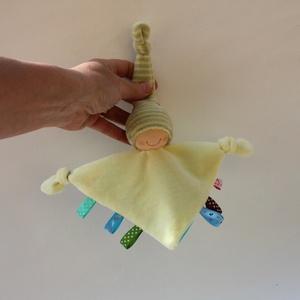 Kis rongyi baba- sárga, Alvóka & Rongyi, 3 éves kor alattiaknak, Játék & Gyerek, Baba-és bábkészítés, Varrás, Puha plüss rongyi baba a legkisebbeknek. Feje műszálból kézült, a belső anyag napocska mintás, türki..., Meska