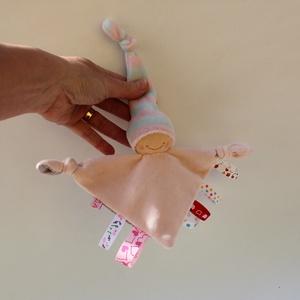 Kis rongyi baba- rózsaszín, Játék & Gyerek, Alvóka & Rongyi, 3 éves kor alattiaknak, Puha plüss rongyi baba a legkisebbeknek. Feje műszálból kézült, a belső anyag flamingó mintás pamutv..., Meska