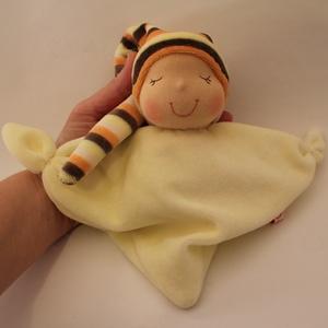 Rongyi Waldorf baba- sárga, Játék & Gyerek, 3 éves kor alattiaknak, Alvóka & Rongyi, Baba-és bábkészítés, Varrás, Puha plüss rongyi baba a legkisebbeknek. Magassága kb. 20 cm, plusz a sapi. Mosható. Kedves ajándék ..., Meska