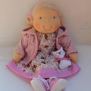 Kapucnis kabátos, rózsaszín Waldorf baba  - Meska.hu