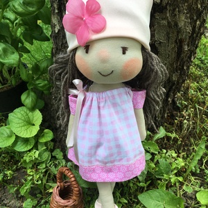 Lili baba, Játék & Gyerek, Baba & babaház, Öltöztethető baba, Baba-és bábkészítés, Lili baba kis kosárkával, kézműves baba, textilbaba, rongybaba leírása\nA baba új textil anyagból kés..., Meska