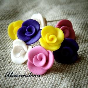 Rózsacsokor élénk színekből, Ékszer, Fülbevaló, Ékszerkészítés, Gyurma, Süthető gyurmából, kézzel, sablon nélkül készült mini rózsás fülbevalók. \n\nVidám színekből összeállí..., Meska