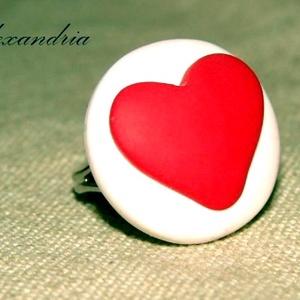 LOVE, Statement gyűrű, Gyűrű, Ékszer, Ékszerkészítés, Gyurma, Süthető gyurmából készült, szívecskés gyűrű. Egyszerű, letisztult igazi kézműves ékszer :)\n\n\nÁtmérőj..., Meska
