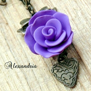 Romantikus nyaklánc, Medálos nyaklánc, Nyaklánc, Ékszer, Ékszerkészítés, Gyurma, Réz színű masnis köztesre egy halványlila színű, gyurmából készített rózsát fűztem, amit egy kicsi 1..., Meska