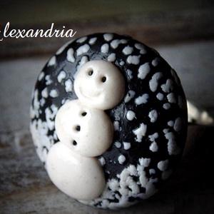 Hóember gyűrű, Ékszer, Gyűrű, Kerek gyűrű, Egyedi, hóemberes gyűrűt készítettem süthető gyurmából.   Az ünnepekre kiváló, akár ajándéknak is!  ..., Meska