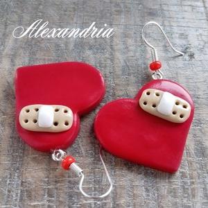 Sebzett szív, Lógós fülbevaló, Fülbevaló, Ékszer, Ékszerkészítés, Gyurma, Gyurmából készült fülbevaló.\nKitűnő választás ajándéknak vagy lepd meg vele magad :)\n\nMérete: 3cm.\n\n..., Meska