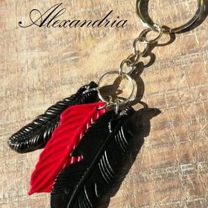 Piros fekete tollas - kulcstartó, Kulcstartó, Kulcstartó & Táskadísz, Táska & Tok, Ékszerkészítés, Gyurma, Süthető gyurmából készítettem ezt a kulcstartót. \nA kulcstartó díszíthet kulcscsomót és táskát is.\nT..., Meska