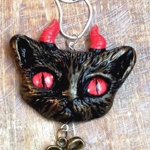 Ördögi cica -  nyaklánc, Ékszer, Medálos nyaklánc, Nyaklánc, Korlátozott számú egyedi nyaklánc.  A medált ékszergyurmából aprólékos munkával készítettem.    Mére..., Meska