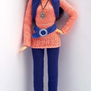 Barbie babaruha, Gyerek & játék, Játék, Baba, babaház, Horgolás, Kötés, Horgolt-kötött együttes Barbie típusú 32 cm-es babára.\nSötétkék horgolt nadrág, korall színű hosszít..., Meska