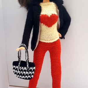 Barbie babaruha, Gyerek & játék, Játék, Baba, babaház, Horgolás, Kötés, Kötött-horgolt együttes Barbie típusú 32 cm-es babára.\nPiros horgolt nadrág, krém színű kötött rövid..., Meska