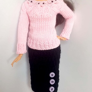 Barbie babaruha, Gyerek & játék, Játék, Baba, babaház, Kötés, Kézzel kötött rózsaszín, bagolymintás, hosszú ujjú pulóver, kötött, fekete ceruzaszoknyával és rózsa..., Meska